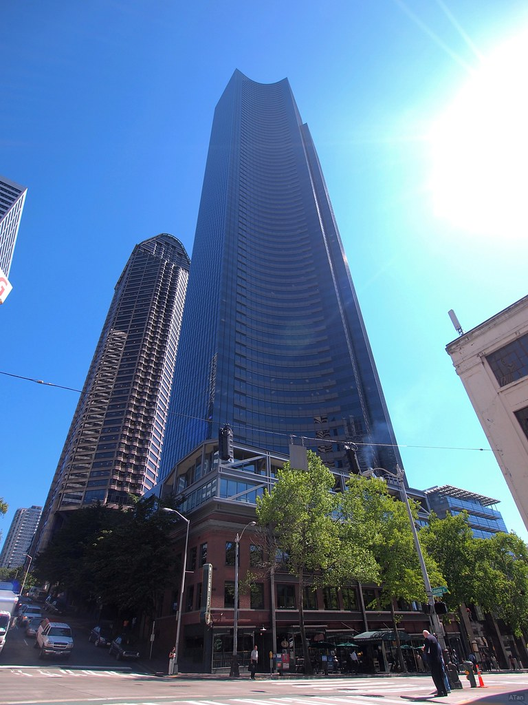 Columbia center tallest building in seattle 73rd floor for Columbia flooring jobs