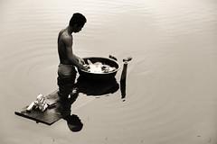 Angkor, Camboya. Lavando ropa en el estanque Srah Srang.