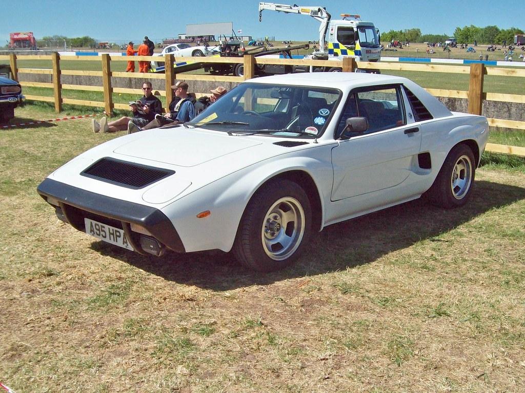 2 AC 3000ME (1984).   AC 3000 ME (1979-84) Engine 2993cc ...