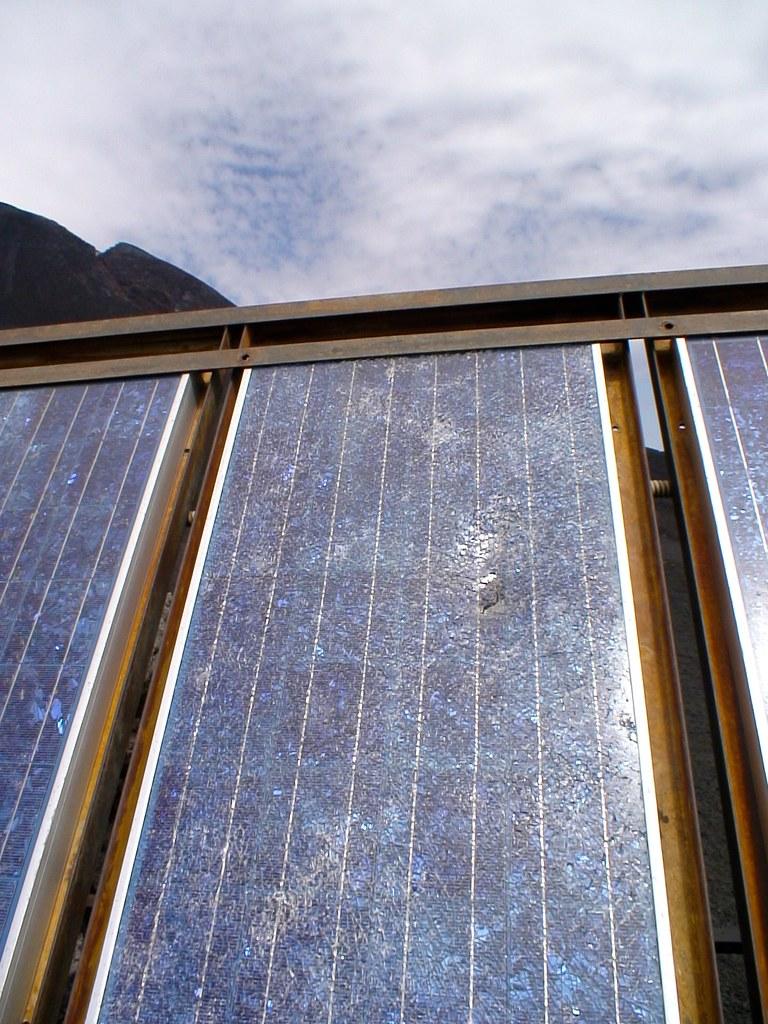 Pannello Solare Danneggiato : Pannello solare danneggiato dall ultima eruzione