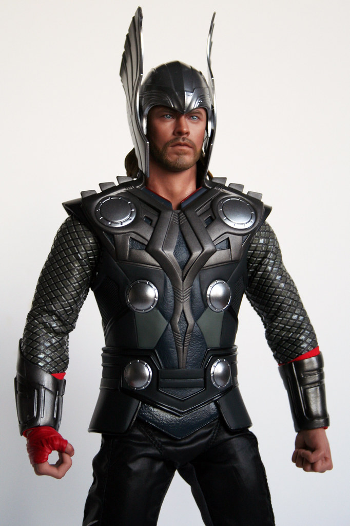 Hot Toys Thor With Helmet Outfit 1 2 The Outfit