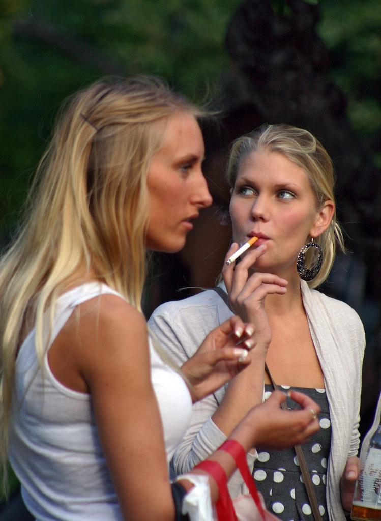 Hot babe smoking 120s blowjob - 3 5