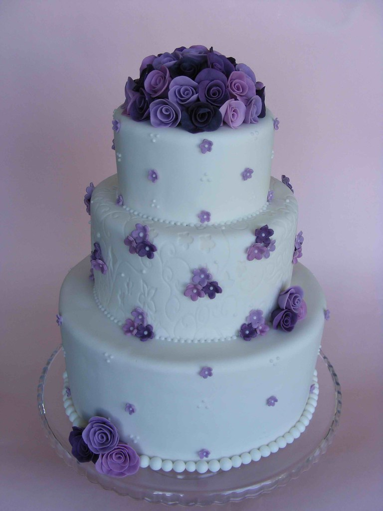 Purple roses wedding cake | This is the wedding cake I\'ve ma… | Flickr