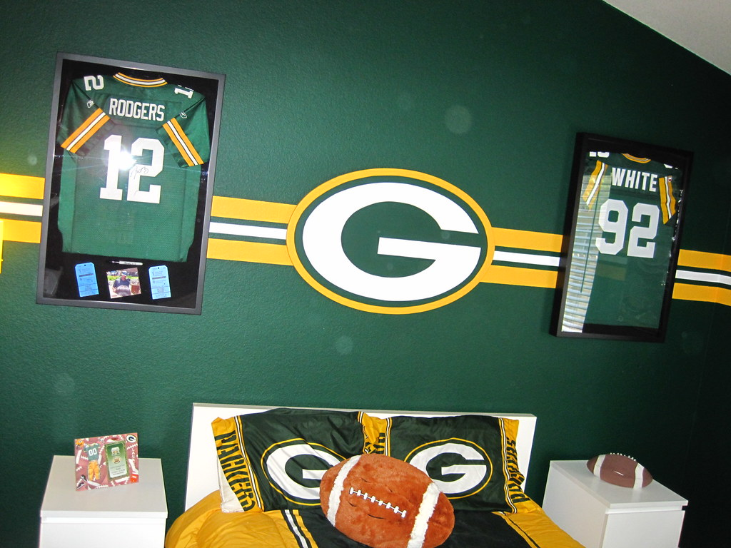 ... Green Bay Packer Bedroom 003 | By Manland North