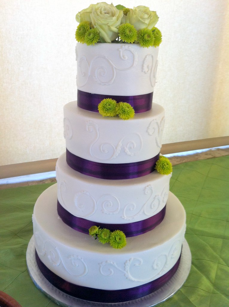 wedding cake designs purple and green cake 4357 150 servings white purple green wedding 22492
