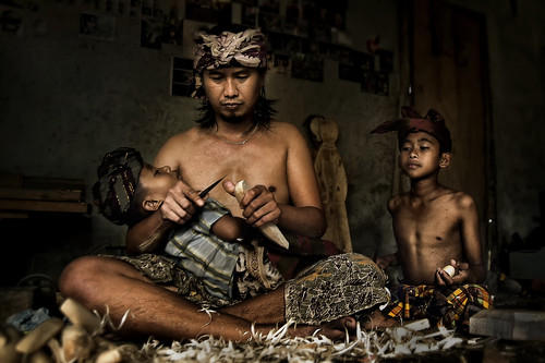 Junjungan, Bali - Woodcarving Family (Bali Photography Workshop sample) | by Mio Cade
