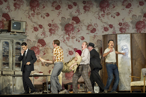 Francesco Demuro as Rinuccio, Alan Oke as Gherardo, Robert Poulton as Marco, Gwynne Howell as Simone, Lucio Gallo as Gianni Schicchi in Gianni Schicchi © ROH / Bill Cooper 2011 | by Royal Opera House Covent Garden