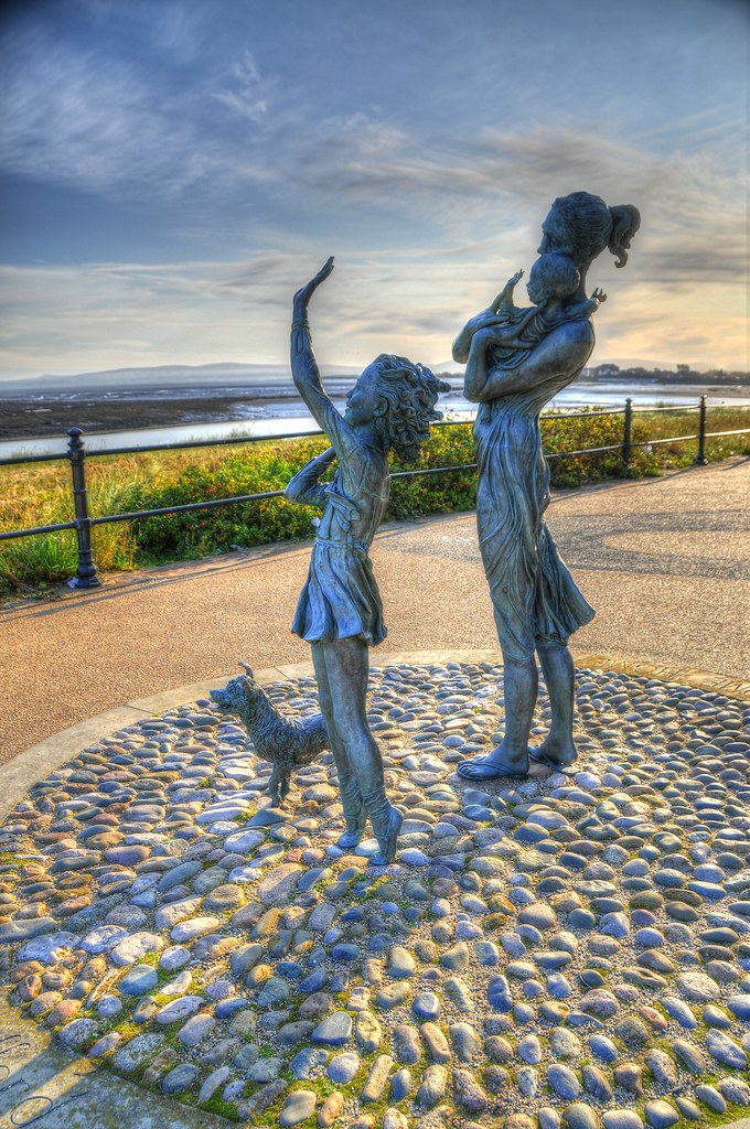 welcome home statue fleetwood lancashire england flickr