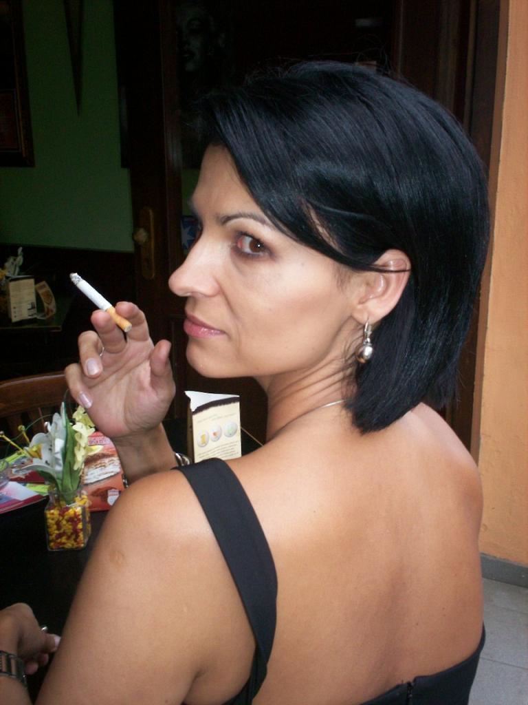 Smoking Dasha 6  Muryru3  Flickr-8925