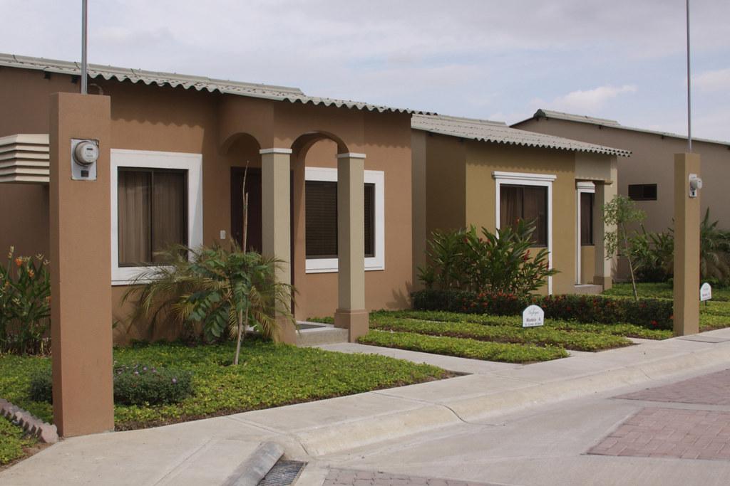 Mi primera vivienda urb la joya provincia pichincha flickr for Mi vivienda