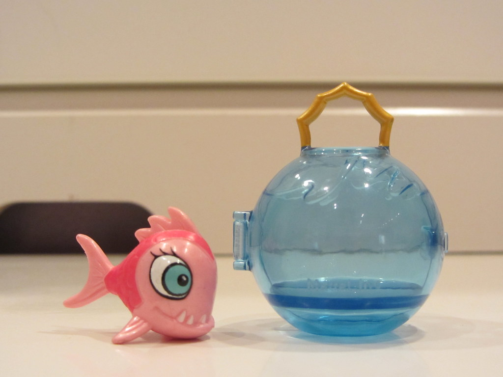 Lagoona Blue 39 S Accessory Fishbowl Purse And Pet Neptuna