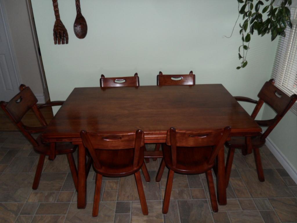 Vintage Imperial Loyalist Table 1937 Vintage Solid Maple