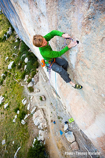 "Arnaud Petit sends ""Black Bean"" 8b/65m on trad climbing 