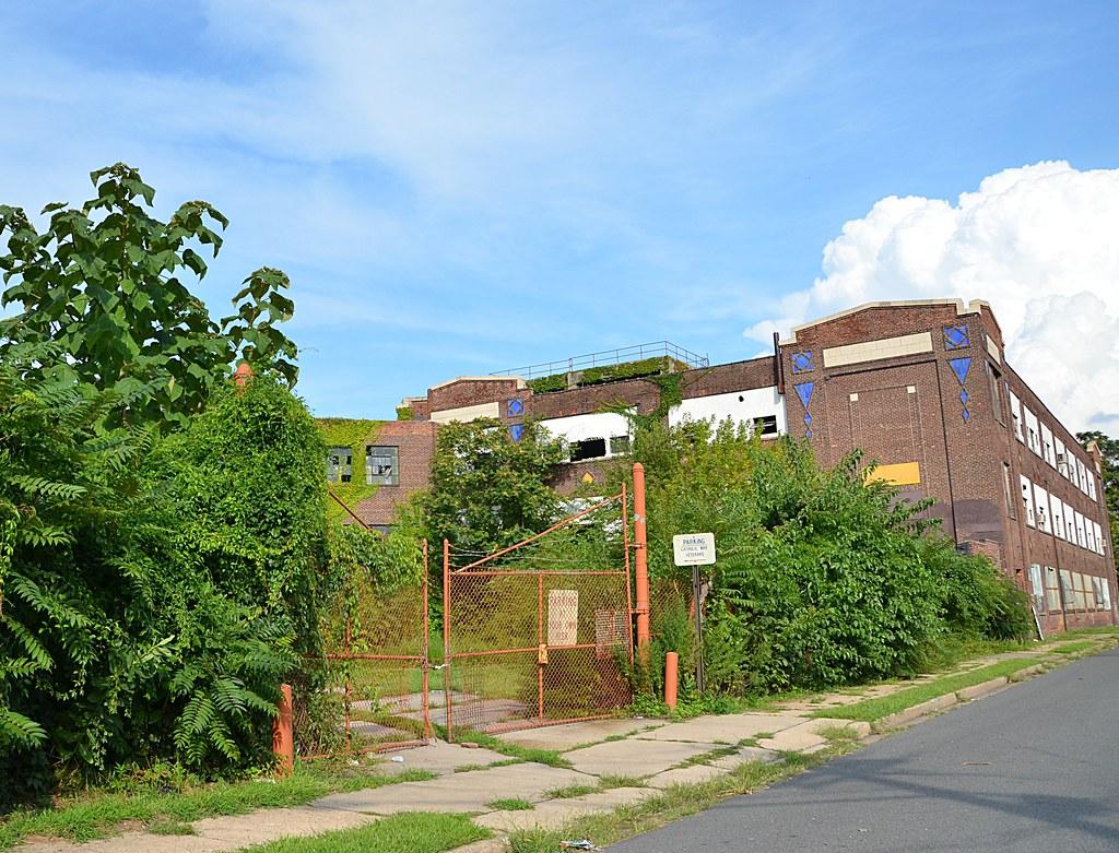 Parking Abandoned Factory In Trenton Nj Originally Serve Flickr