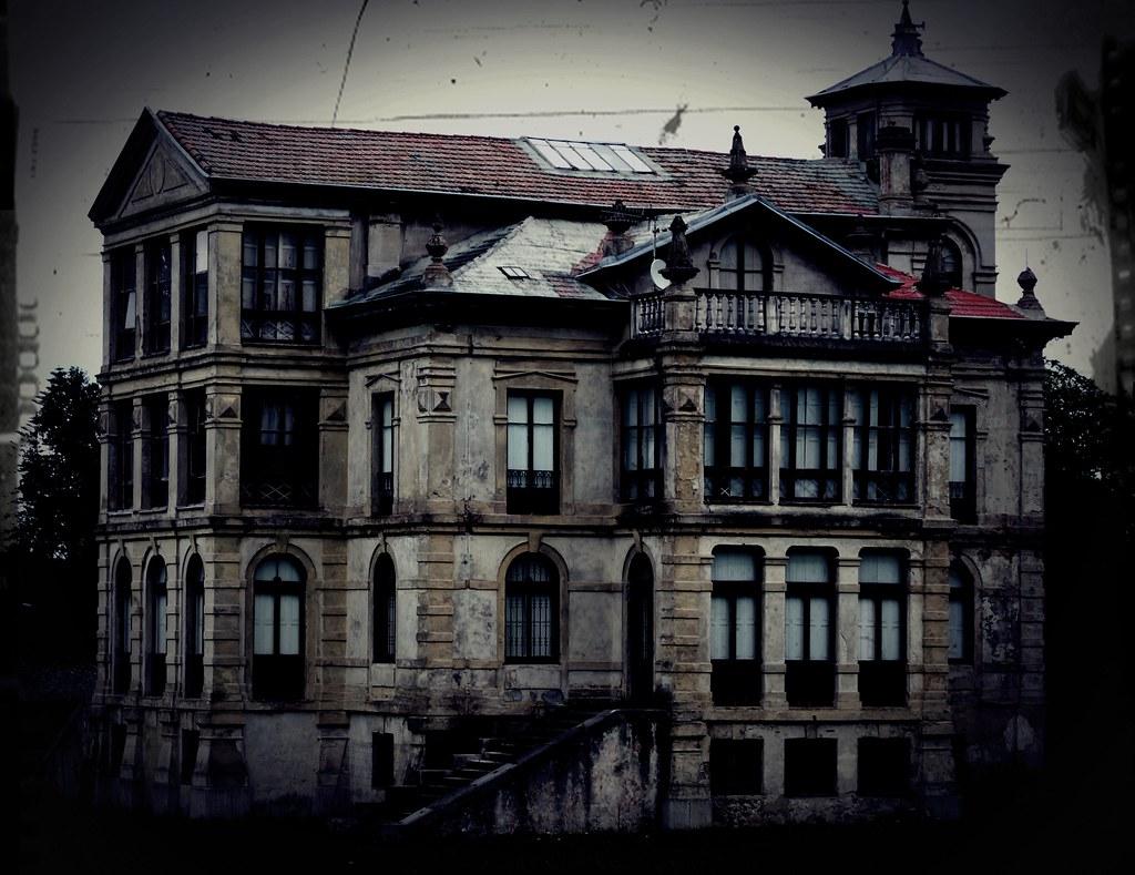 Casa de la pelicula el orfanato llanes 2011 jordi - Casas de peliculas ...