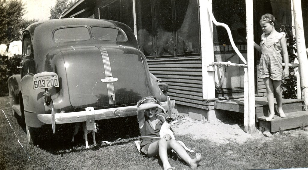 1937 Pontiac With 2 Dogs And 2 Girls This 1937 Pontiac
