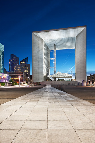 The path to the Arche de la Défense at the blue hour | Paris, France | davidgiralphoto.com | by David Giral | davidgiralphoto.com