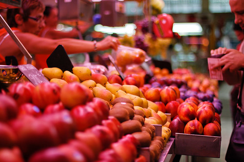 Buying some fruit at Mercado Central | by kel0