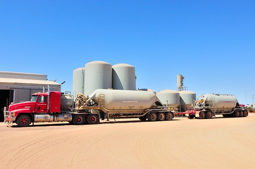 Cement Loading Plant : Loading cement roadtrain at halliburtons