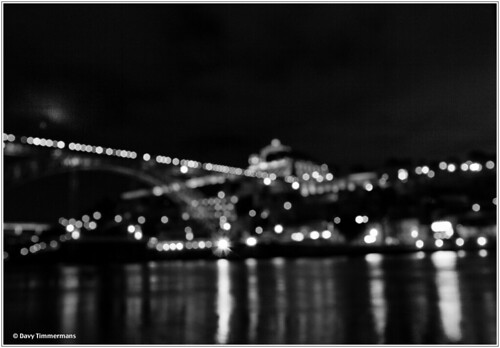 Hate it or love it: 'Ponte Dom Luis I - Porto' out of focus | by davy timmermans