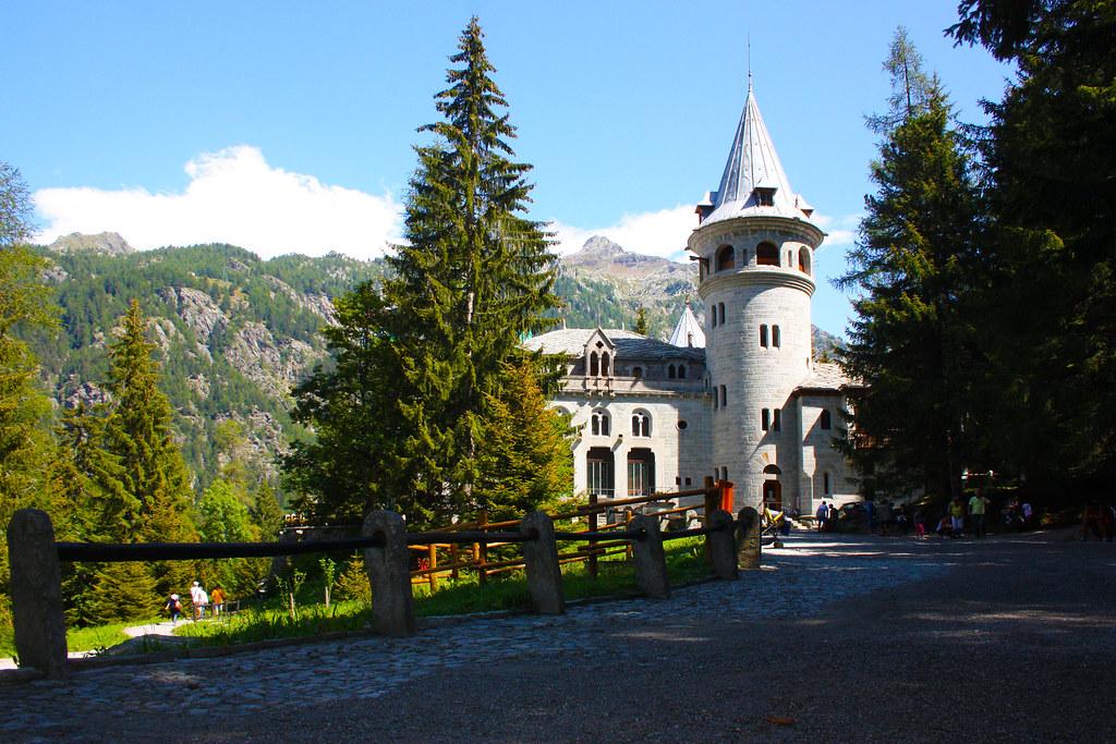 Castello savoia valle d 39 aosta a valle di gressoney for Noto architetto torinese