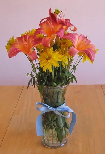 Salmon pink day lilies and Golden Glow with blue ribbon | by GuppylovesShark