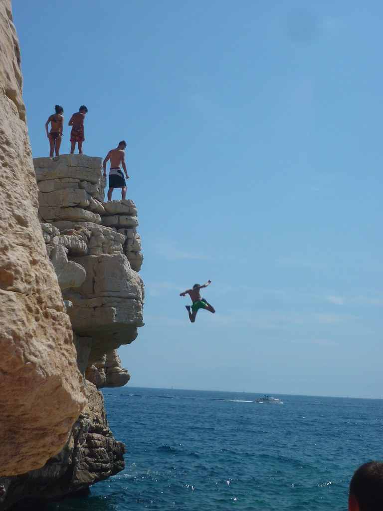 Cliff Jumping – Penless