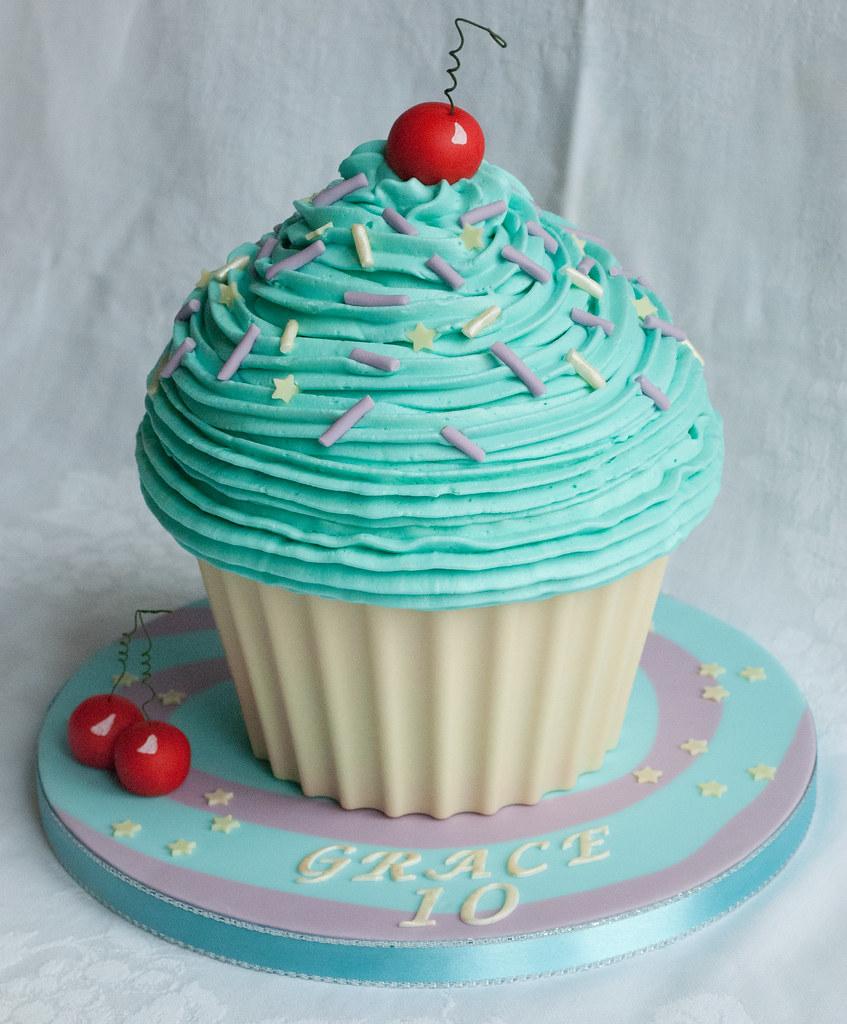 Big Cupcake Cake Decorating