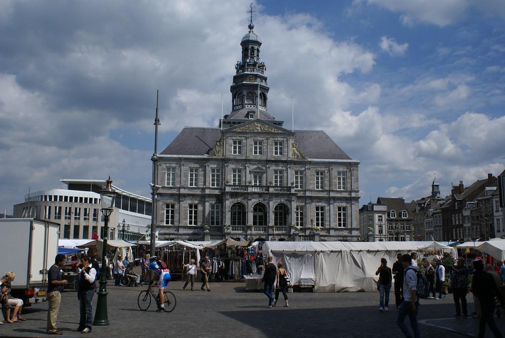 Stadhuis van maastricht het stadhuis van maastricht aan - Maastricht mobel ...