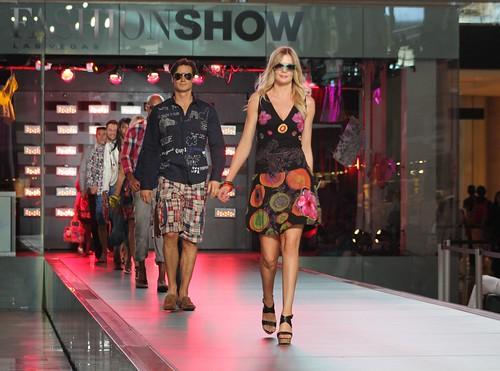 Desfile de modas desfile en el fashion show mall for Jewelry jobs las vegas