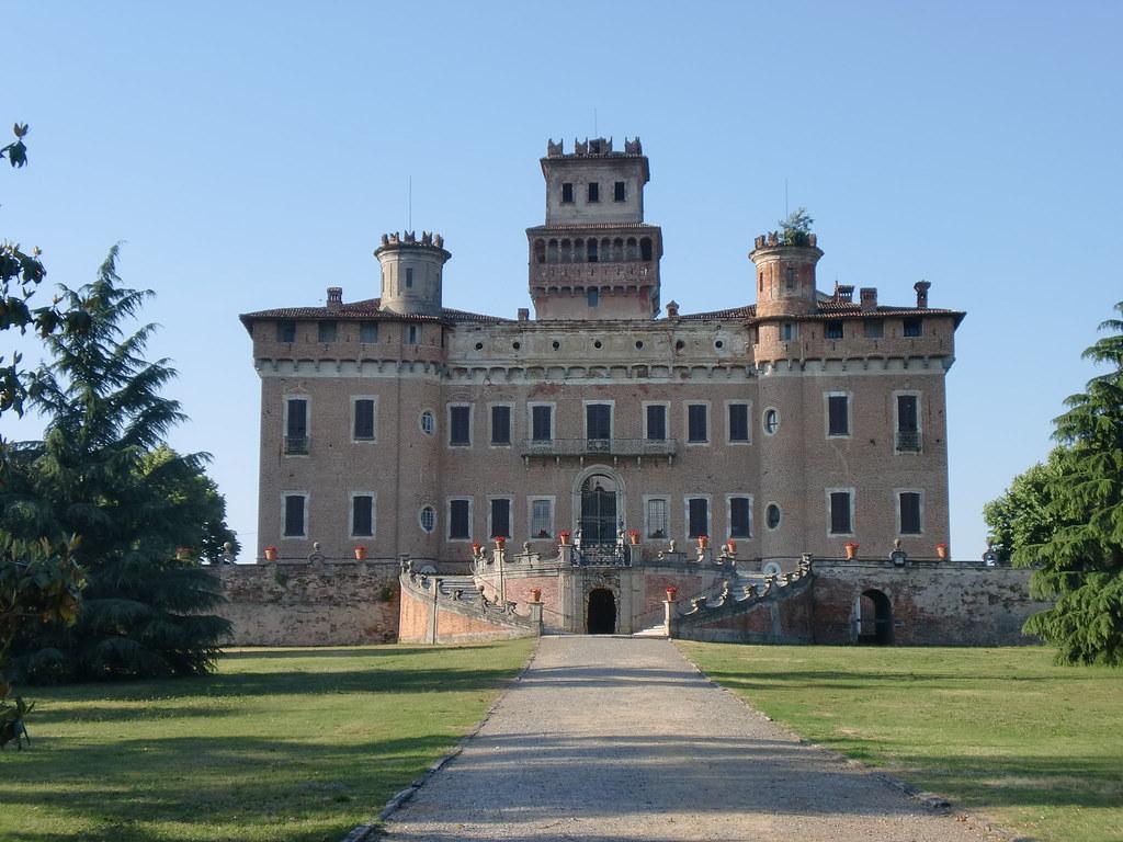 Chignolo po pv descrizione il duecentesco castello for Piani camera a castello