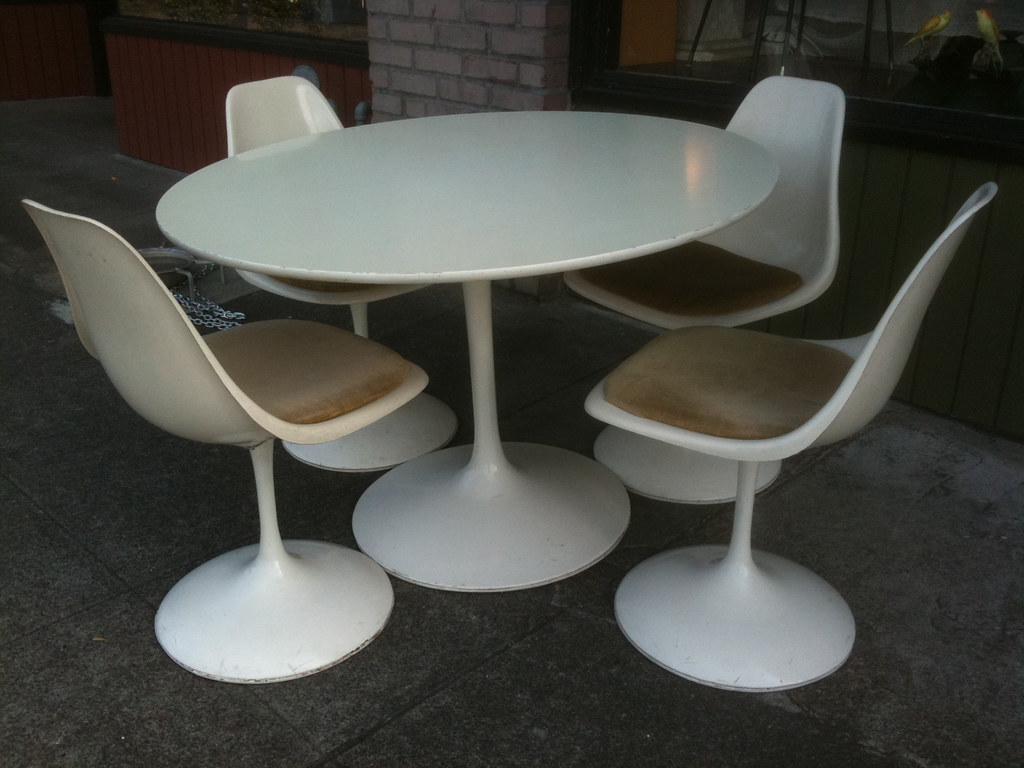 1960 S Burke Tulip Table And Chairs Table 42 Inches