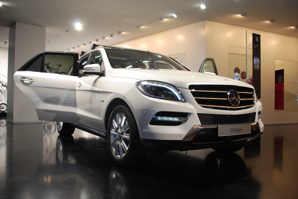 mercedes benz ml 250 bluetec at the frankfurt motor show i flickr. Black Bedroom Furniture Sets. Home Design Ideas
