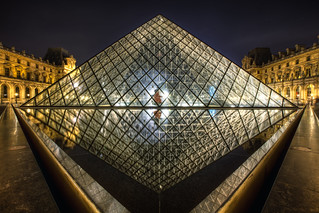 Pyramide du Louvre | by TheFella