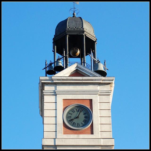 El reloj de la casa de correos obra del relojero losada for Casa de correos