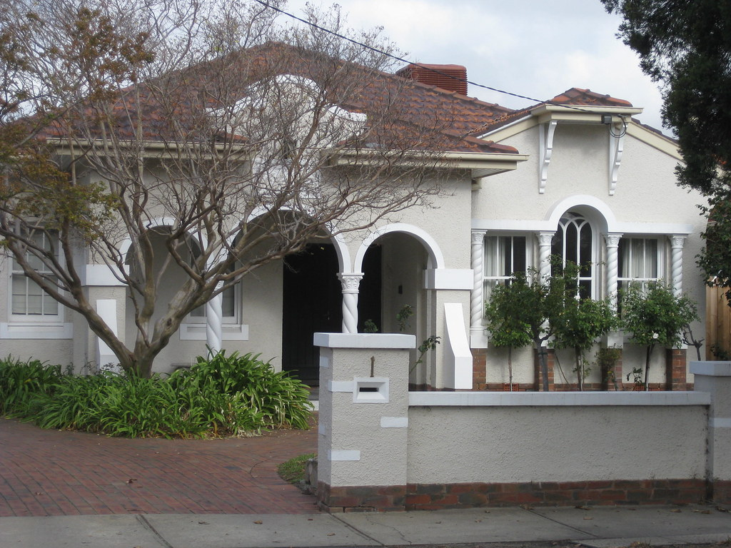 Aloha a spanish mission villa essendon the facade of for Mission homes
