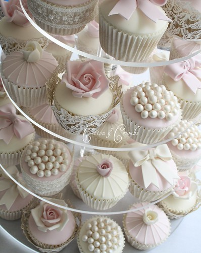 Vintage style cupcakes | by Cotton and Crumbs
