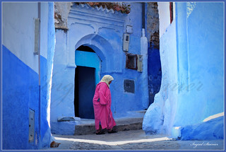 033. Pink Djellaba and the Sleeping Cat in the Blue Chaouen, Morocco | by Charlottine'sPics - ingridstainier.com