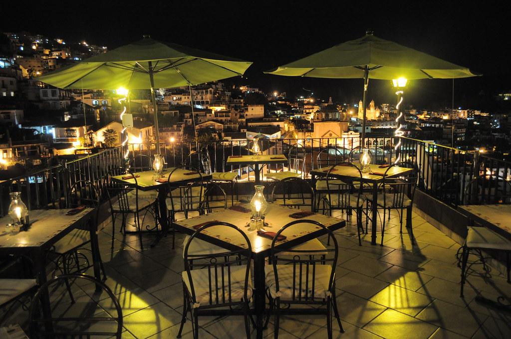 Terraza Restaurante Del Angel Inn De Noche Delangelinn