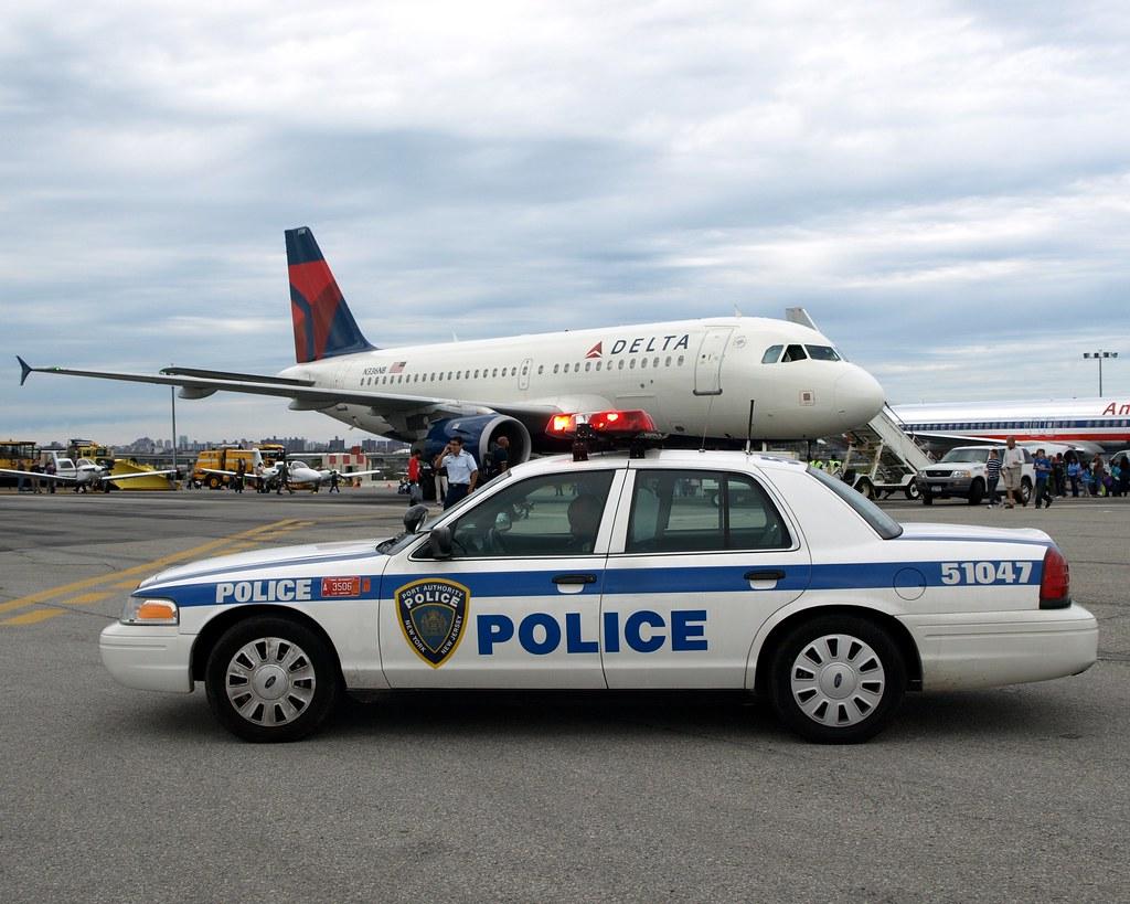 Papd port authority police car and delta airplane la guar for La port police