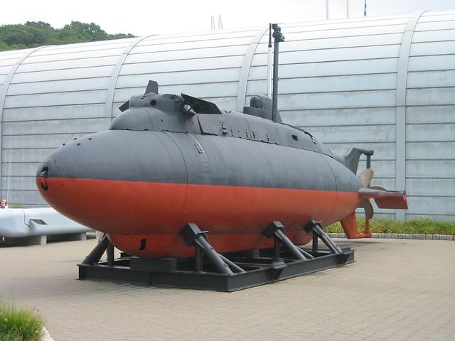 высота маленькой подводной лодки