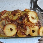 Schweinekoteletts mit Äpfeln und Zwiebeln