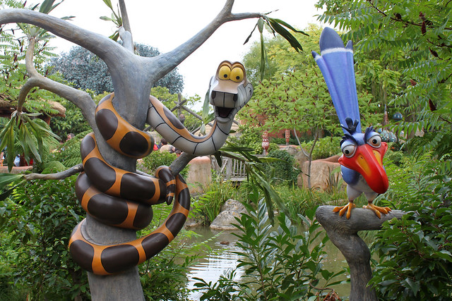 Ajout des statues de Russel et Carl Fredricksen à Adventureland - Page 2 6159094641_47de9cf476_z