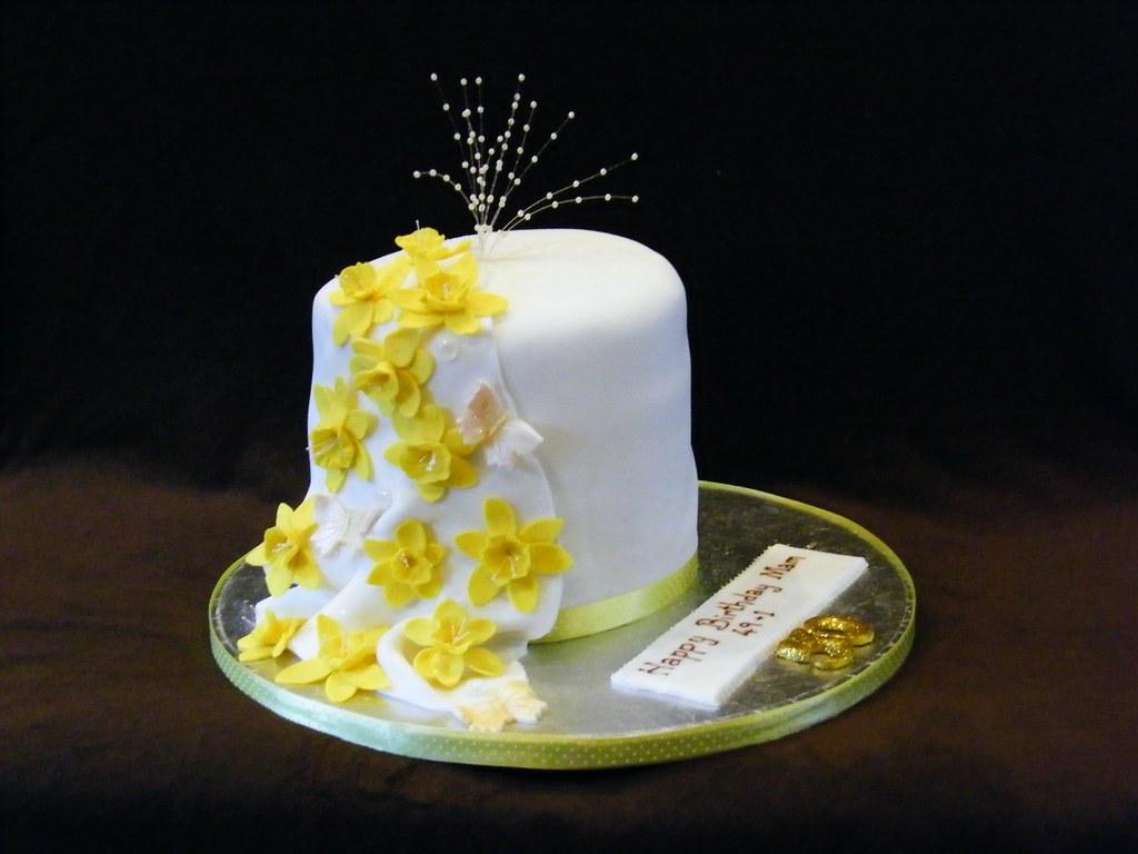 Daffodil Birthday Cakes