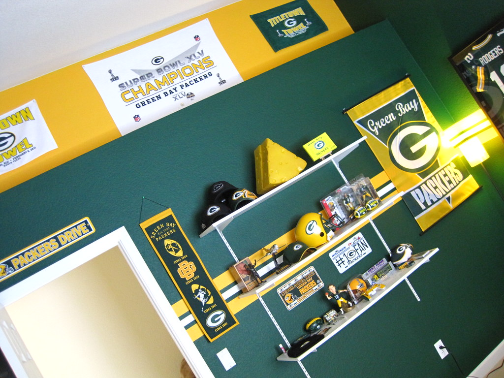 ... Green Bay Packer Bedroom 007 | By Manland North