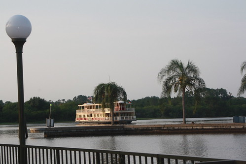 boat coming into MK | by HouCuseChickie
