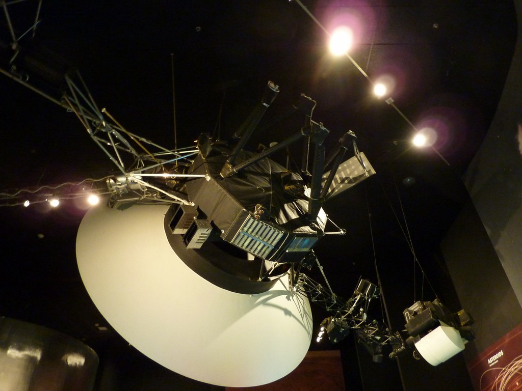 Voyager spacecraft | The twin Voyager 1 and Voyager 2 ...