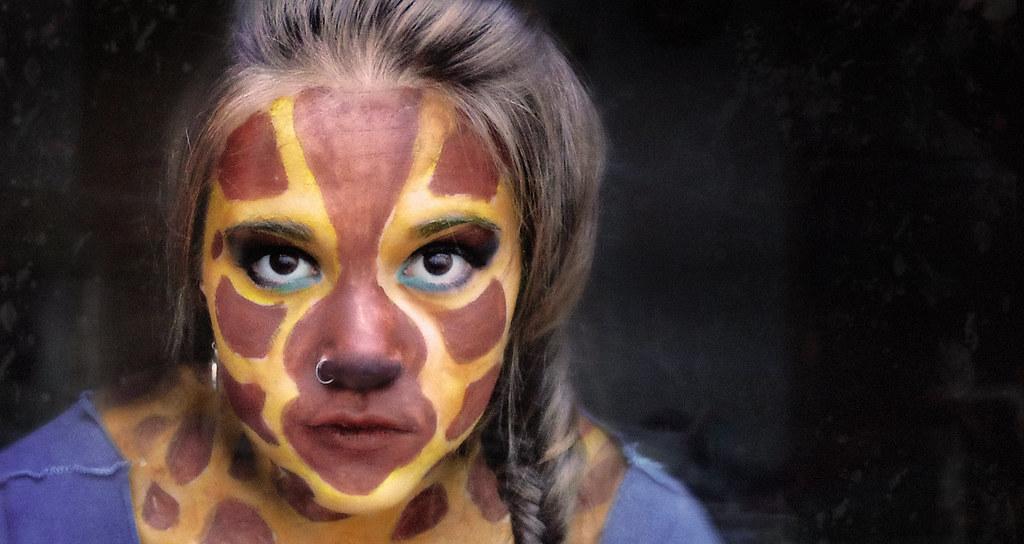 ... Autoretrato: La niña jirafa | Hoy vi en Twitter un Ha… | Flickr