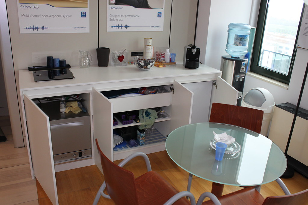 Cucine.monoblocco.200.2 | Cucina monoblocco bassa con ante. … | Flickr