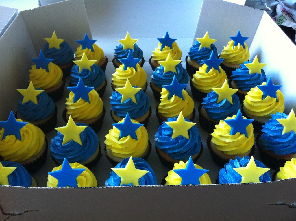 Blue And Yellow Star Cupcakes Vanilla Cupcakes With Blue